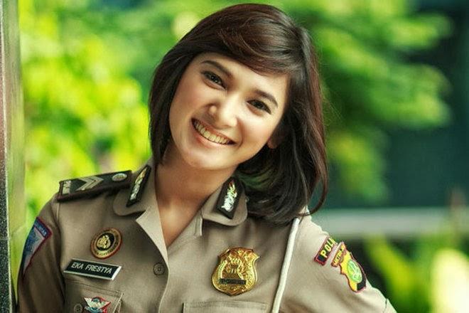 5 Foto Polwan Paling Cantik Di Indonesia