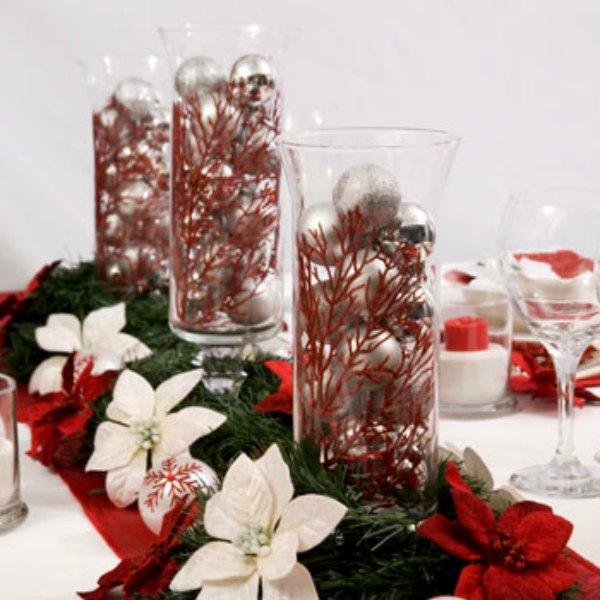 5 formas de decorar con candelabros tu mesa en navidad - Arreglos navidenos para mesa ...