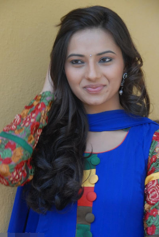 Isha Chawla in Blue Punjabi Suit, Latest Punjabi Suit Designs