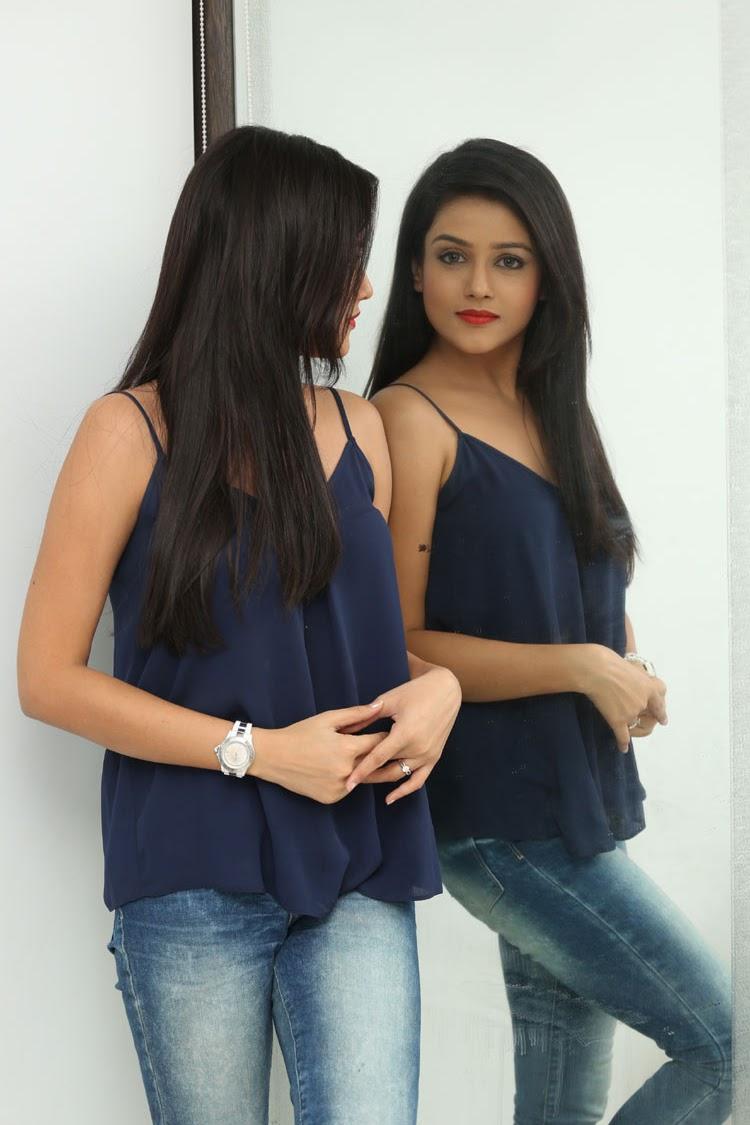 Mishti Chakraborthy latest dazzling pics-HQ-Photo-13