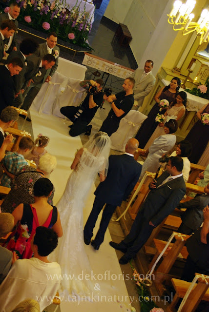 ślubna dekoracja kościoła - biały dywan - Hochzeitsteppich
