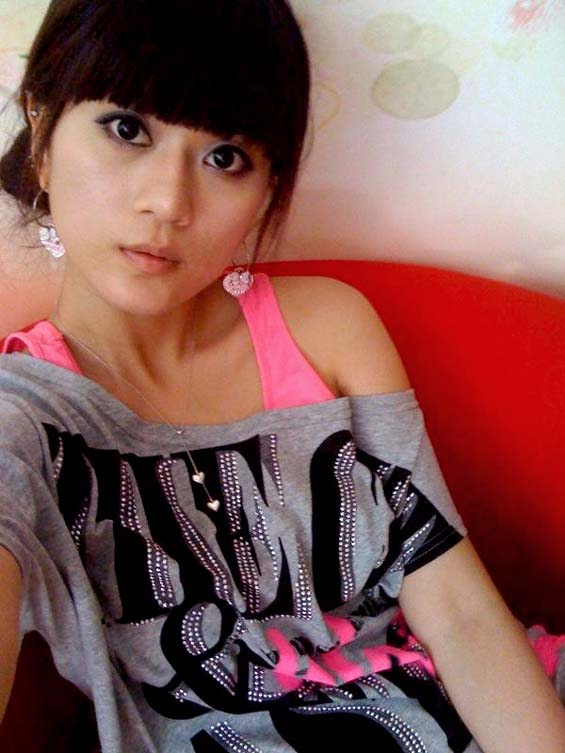 Really beautiful Chinese girlfriend's huge clitoris self photos leaked (12pix)