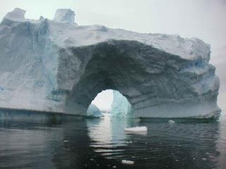 Bongkah ais lebih besar dari AS cair