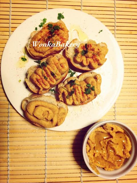 crostini di hummus...aperitivo fase 1