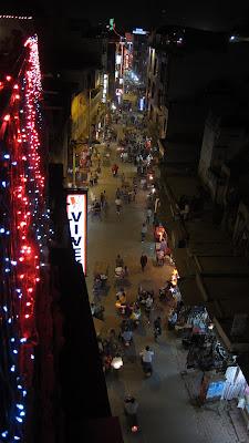 delhi-calle-mai-bazar-noche