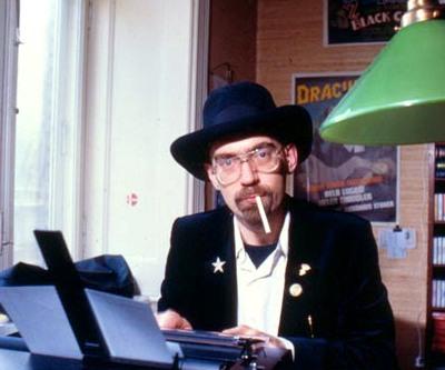 Onkel Danny - Dan Turèll med skrivemaskine og cigaret