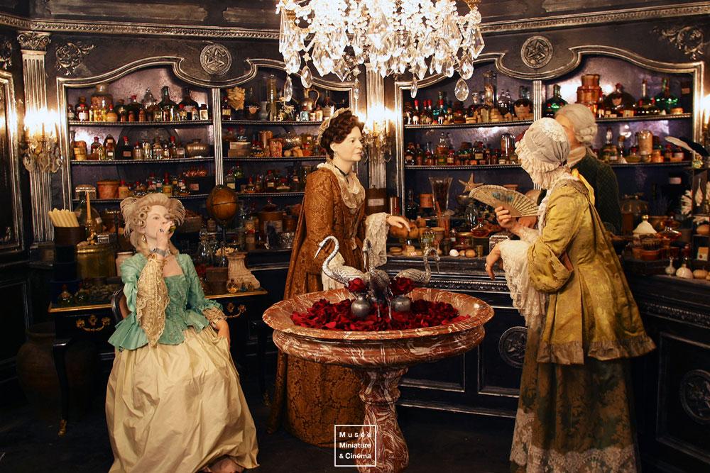 18-Eléments-de-décor-Dan-Ohlmann-Musée-Cinéma-et-Miniature-Miniature-Movie-Sets-and-Realistic-Sculptures-www-designstack-co