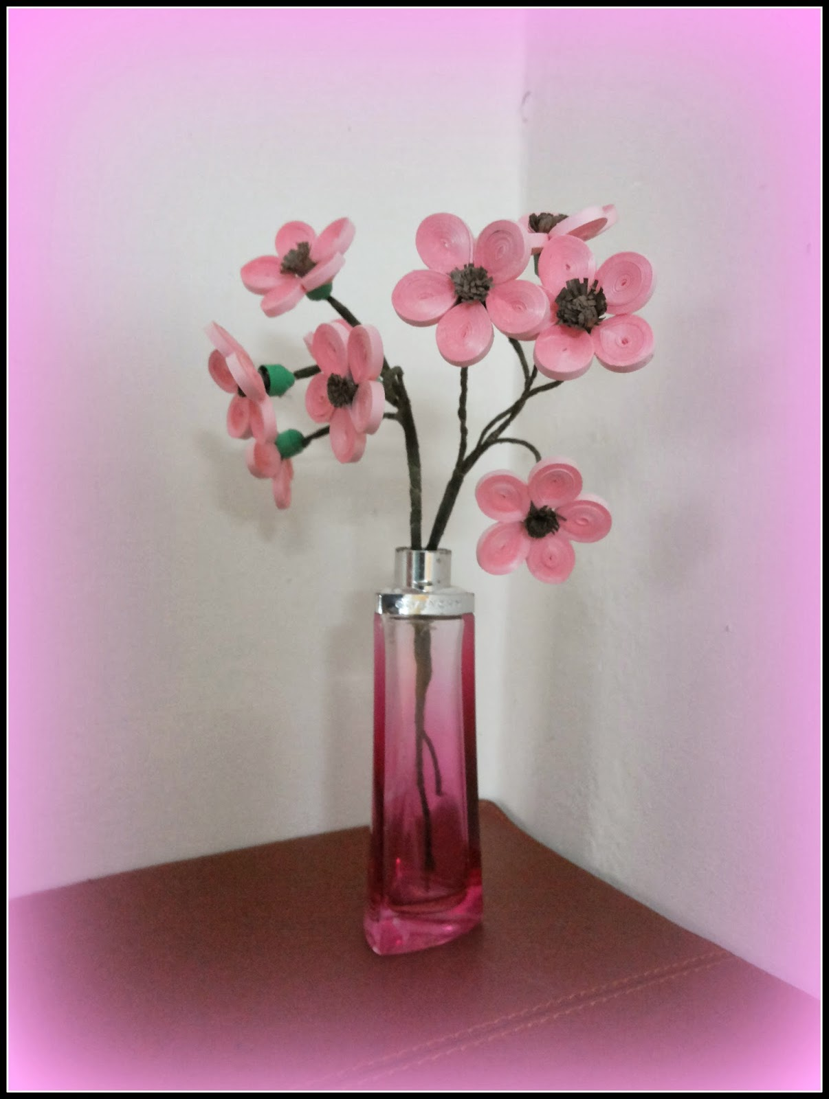 http://quillingzone.blogspot.tw/2014/03/pink-flower-arrangement.html