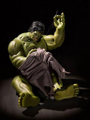 Hulk Terpaksa menjahit sendiri. (boredpanda.com)