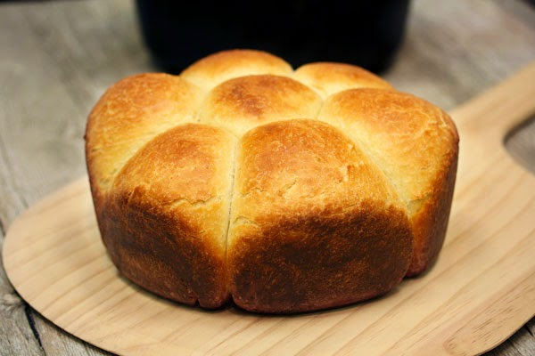 dutch-oven-pull-apart-rolls