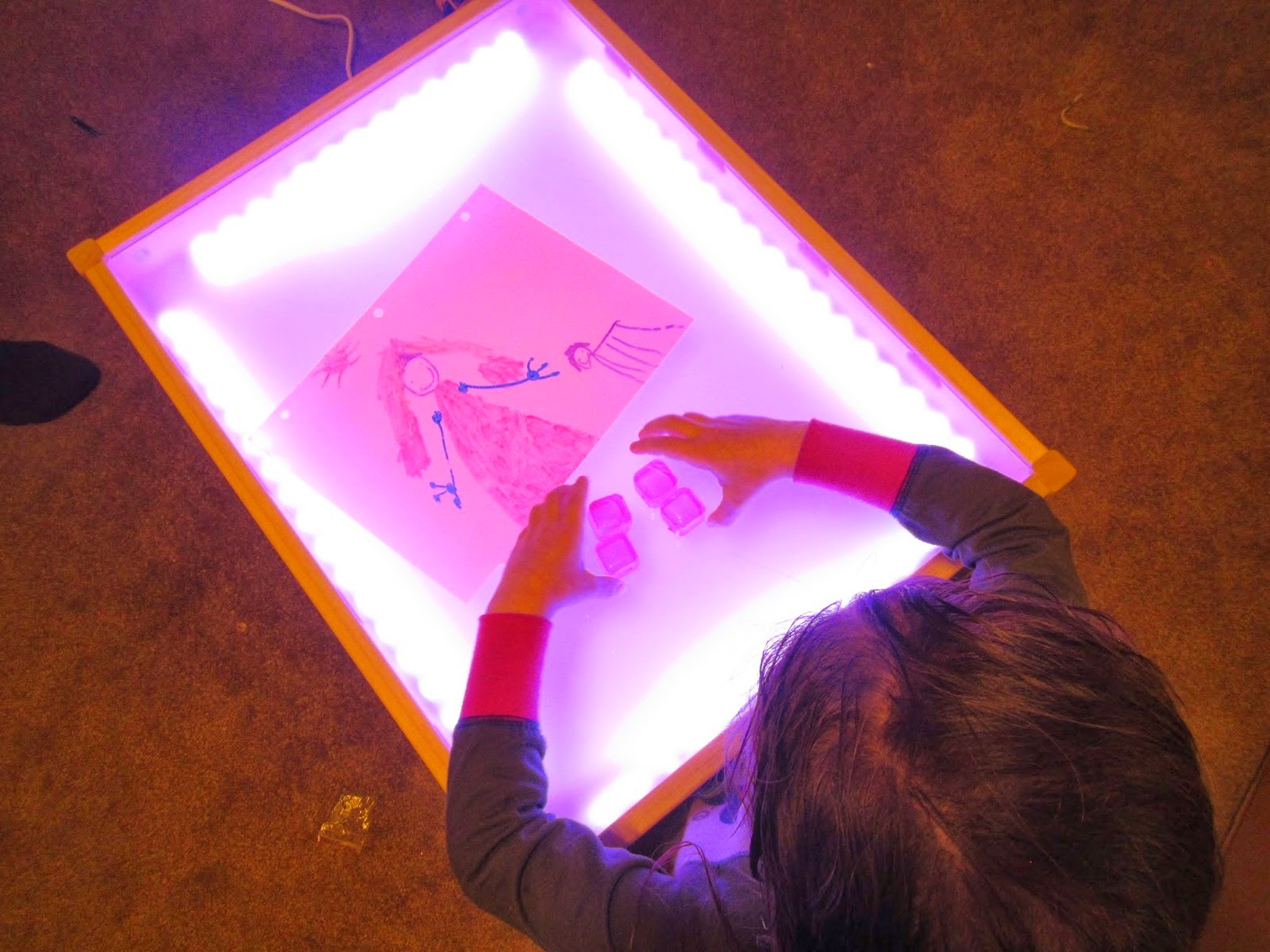 Craft light box for tracing - This Diy Light Table From Hobby Mommy Creations Has The Same Issues As The Two Above Except Theirs Is A Rope Light Around The Sides