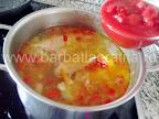 Ciorba de curcan preparare reteta - coloram cu pasta de tomate