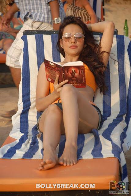 Neha Sharma Bikini Pics - Kya Super Kool Hai Hum