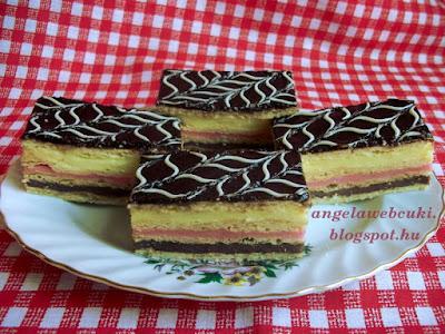 Színes pudingos szelet, négy lapból álló, csokoládé, tutti-frutti és vanília pudinggal megkent sütemény, tortacsokoládéval bevonva.