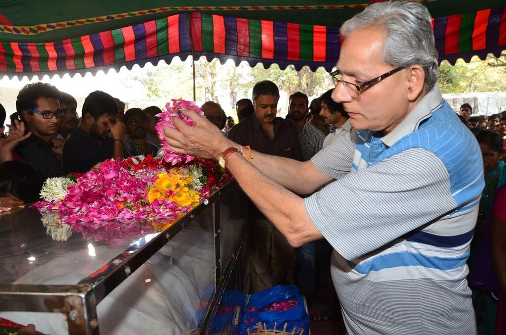 Telugu Hero Uday Kiran Condolences-HQ-Photo-12