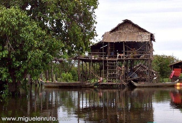 Casas-flotantes-altura-Tonle-Sap