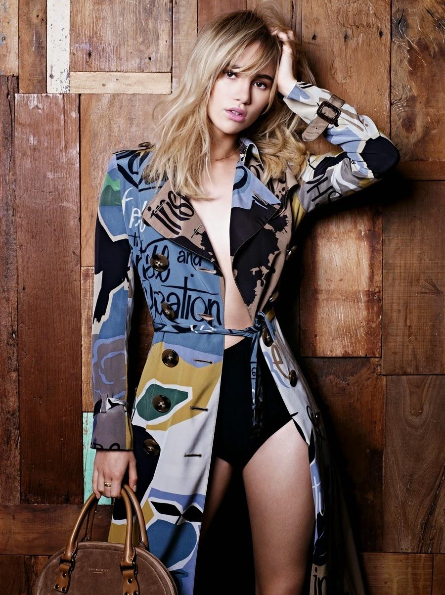 Suki Waterhouse usa vestido Burberry, R$ 6.495. A modelo brilhou diante dos flashes