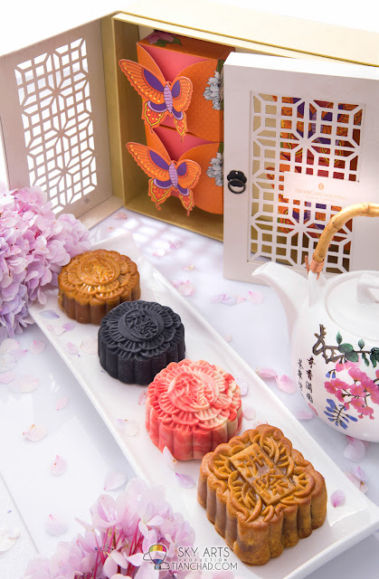 All the handmade mooncake will be packed in vibrant gift boxes encased with a butterfly motif