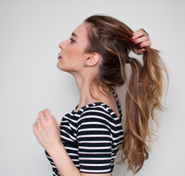 how to make a ponytail without a hair tie