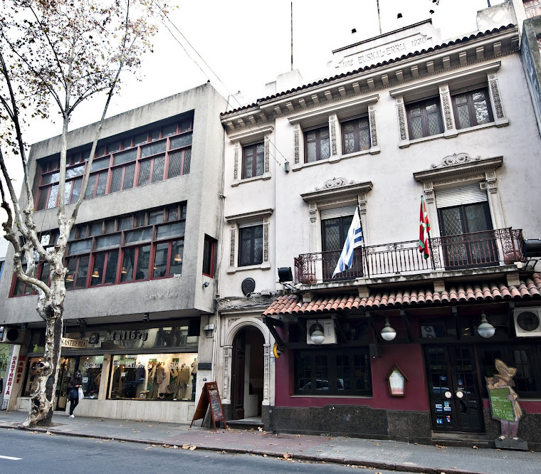 Euskal Erria gure etxea Montevideon