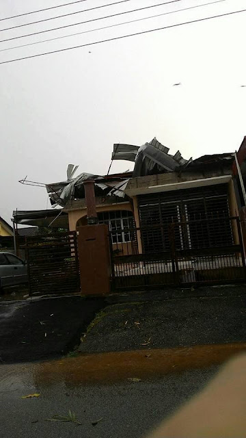 bumbung rumah tercabut