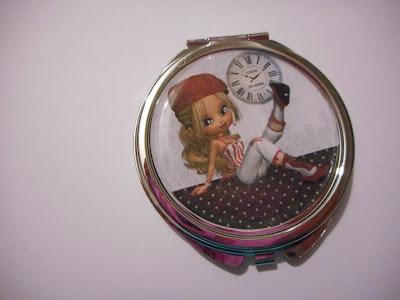 http://www.alittlemarket.com/autres-accessoires/fr_miroir_de_poche_cabochon_resine_miss_beret_rouge_blanc_rouge_noir_reserve_-16455828.html
