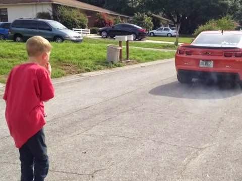Έδεσε το χαλασμένο δόντι του γιου του στο αυτοκίνητο για να το βγάλει