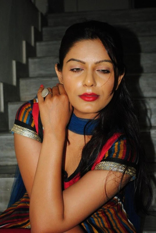 New and Latest Teen Aunty Anjali Hot Photo Stills navel show