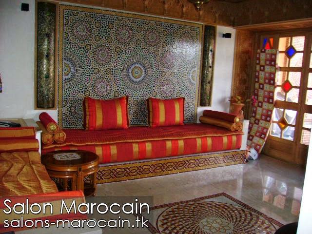 salon marocain majestueux - Zellige Beldi Une Colonne Dans Un Salon Moderne