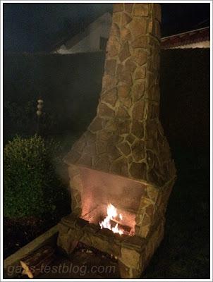 Kaminfeuer im Garten