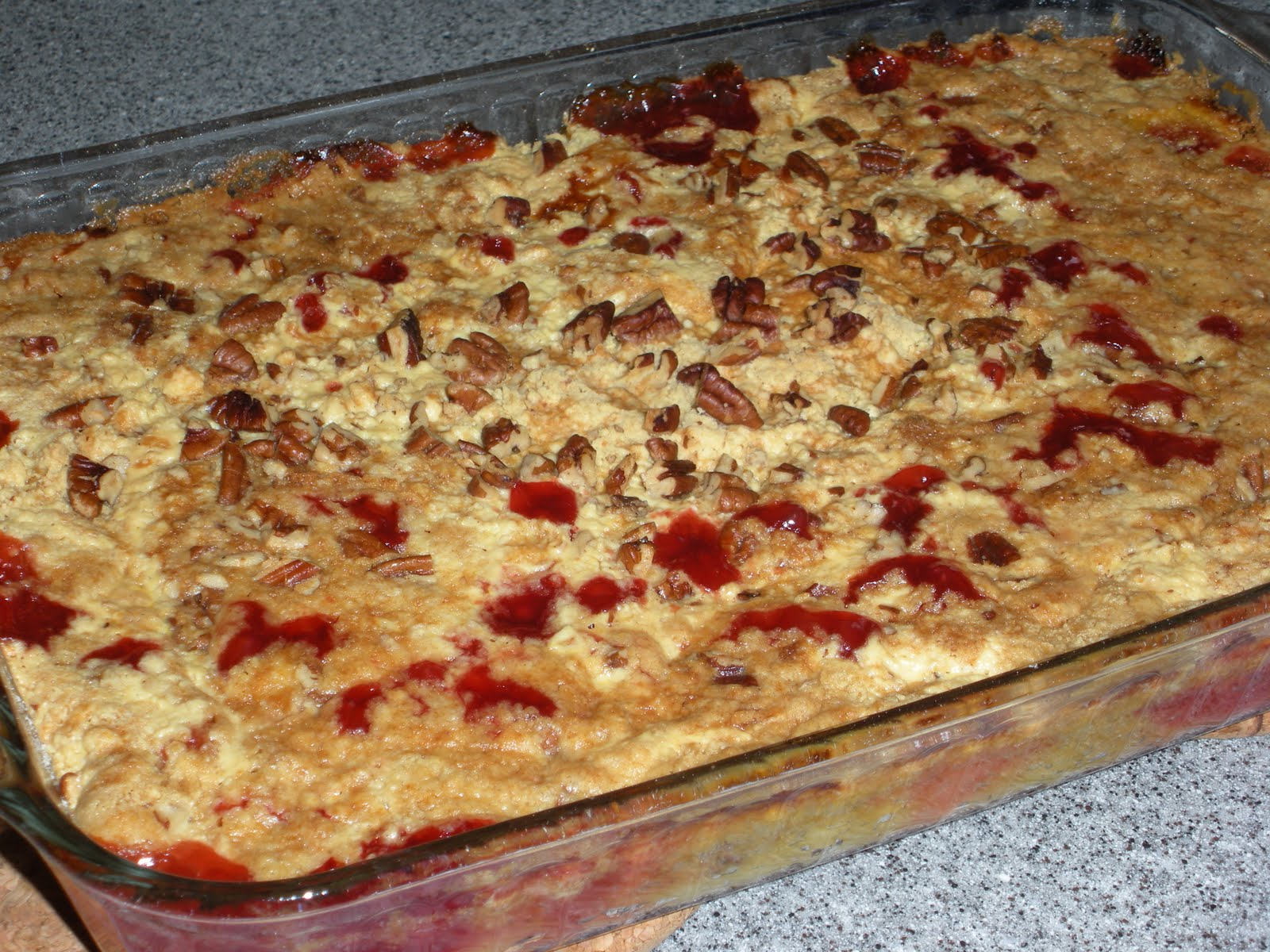 NOT A REAL HOUSEWIFE: Cherry Pineapple Dump Cake