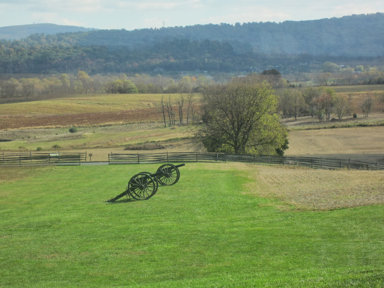 Antietam, Maryland / Souvenir Chronicles