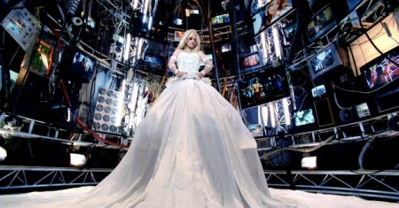 HOLD IT AGAINST ME (Britney Spears) Hold2-e1301004133967