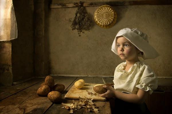 foto anak memasak didapur... gambar terbaik anak memasak... anak dengan benda disekeliling