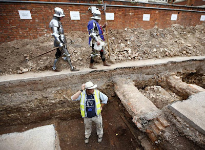 Archaeologists plan more digs at Richard III site