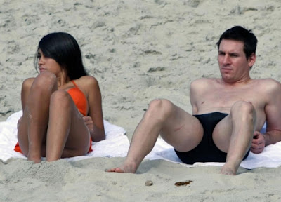 Lionel Messi Sunbathing on The Beach With Girlfriend