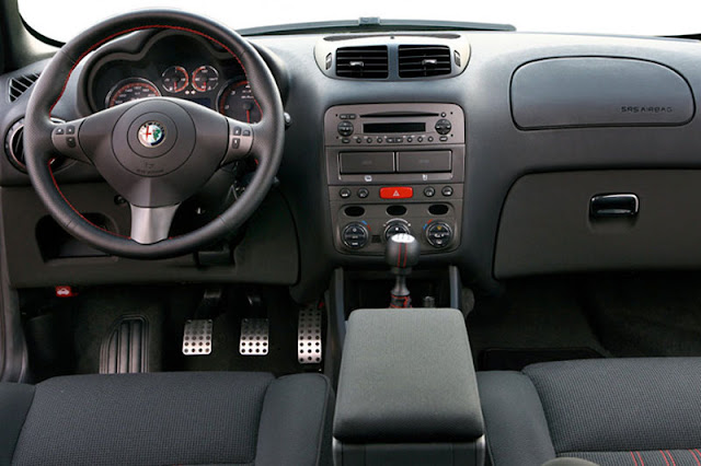 2009-Alfa-Romeo-147-Interior-front