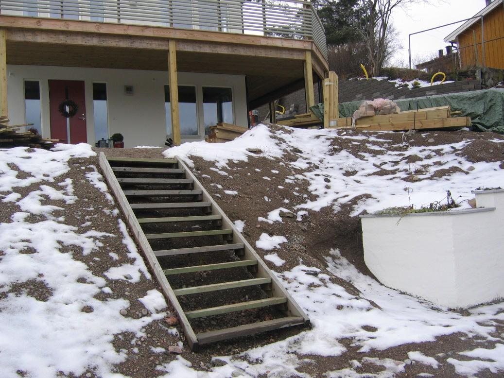 Lisa´s trädgård: stödmur av lecablock