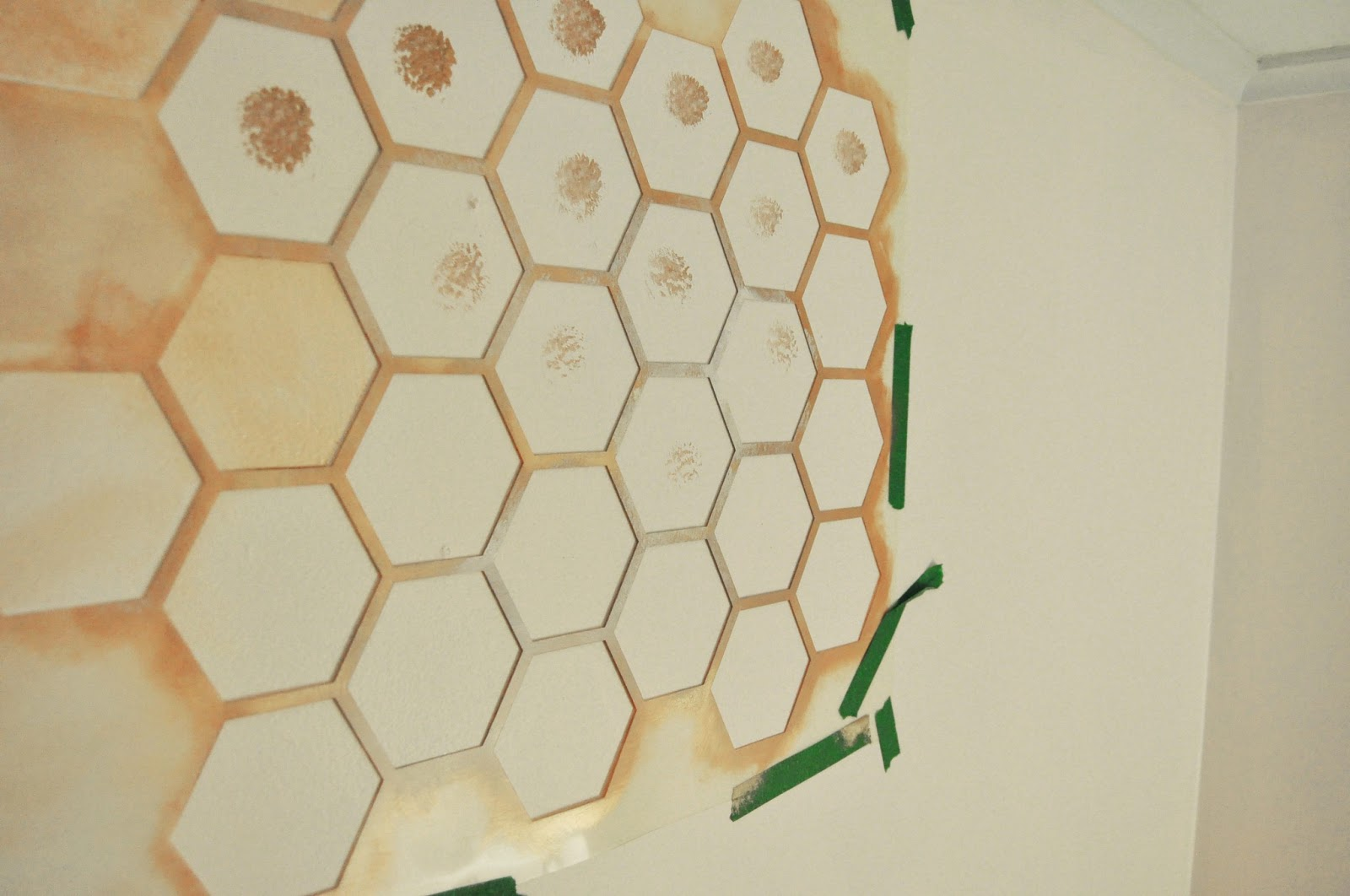 Paint ideas with stencil - Honeycomb Wall Stencil Diy For Nursery To Achieve The Fainting Color