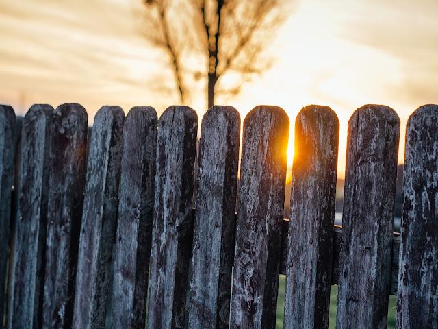Yoga fence light