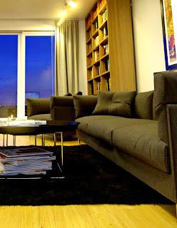sofà tappeto tono su tono