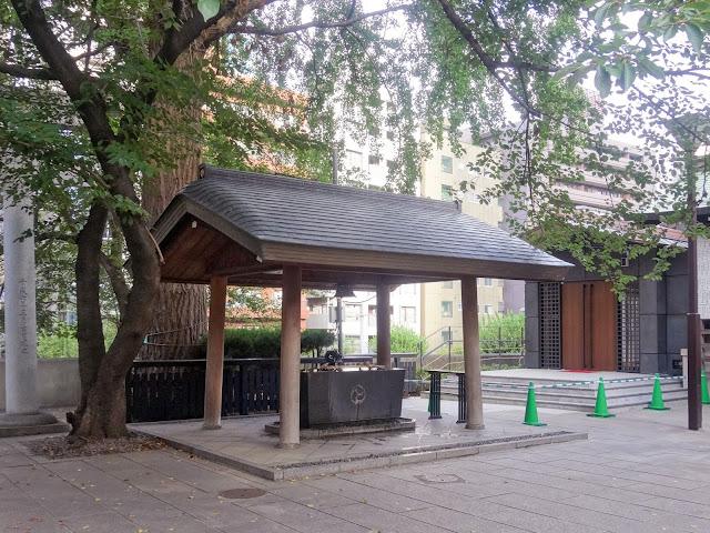 熊野神社,手水舎,新宿〈著作権フリー無料画像〉Free Stock Photos