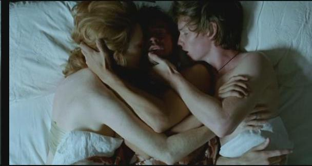 vagina-women-julianne-moore-savage-grace-sex-scene