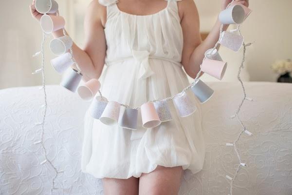 Girlanda z jednorazowych kubków - świetny pomysł na dekorację DIY!