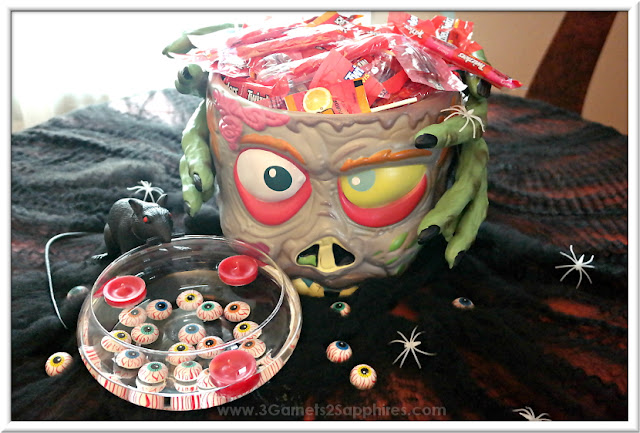 How to Make a Zombie Head Halloween Table Centerpiece  |  www.3Garnets2Sapphires.com