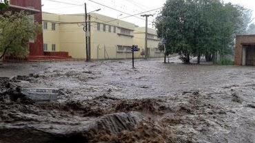 GRAVES INUNDACIONES EN CORDOBA, ARGENTINA