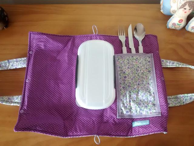 Porta Marmita em tecido lilás, ideal para levar ao trabalho | @ateliemadrica