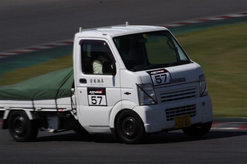 Suzuki Carry , japoński samochód, sportowy, wyścigi, racing, tor wyścigowy, racetrack, motoryzacja, auto, JDM, tuning, zdjęcia, pasja, adrenalina, kultowe, 自動車競技, スポーツカー, チューニングカー, 日本車