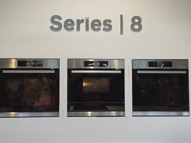 bake cook and roast with the all new bosch series 8 ovens. Black Bedroom Furniture Sets. Home Design Ideas