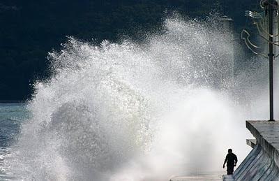 Бурно море вълни вълнолом Морска гара Варна